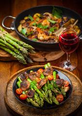 Green asparagus salad with roasted mushrooms