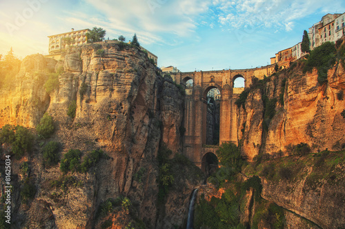 Tuinposter Historisch geb. New Bridge in Ronda, Andalusia