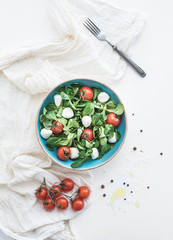 Spring salad with lamb's lettuce, mozarella and cherry-tomatoes