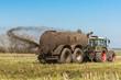 Leinwanddruck Bild - XXX - Traktor mit Güllefass auf dem Feld - 9097