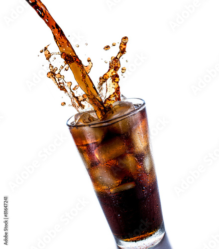 Cola with ice - 81647241