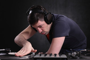 dj spinning the decks at the nightclub