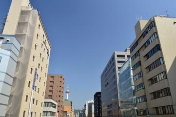 京都駅前 塩小路通の街並み