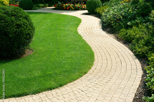 Beautiful lawn and path - 81652863