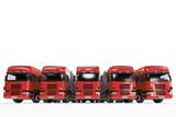 Flotte mit roten Trucks bei Spedition