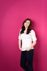 portrait vor rosa wand