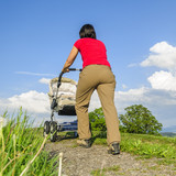 Beim Spaziergang mit dem Baby