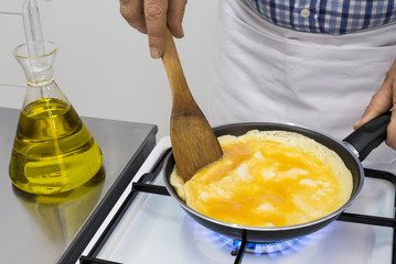 Cooking omelete