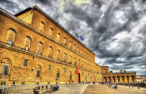 Leinwanddruck Bild The Palazzo Pitti in Florence - Italy
