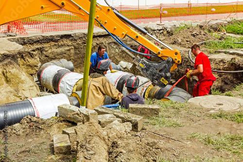 Team of workers on building new pipeline - 81664010