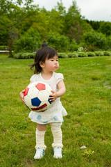 ボールを持った女の子