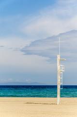 Rettungsturm am Strand von Roquetas de Mar Andalusien