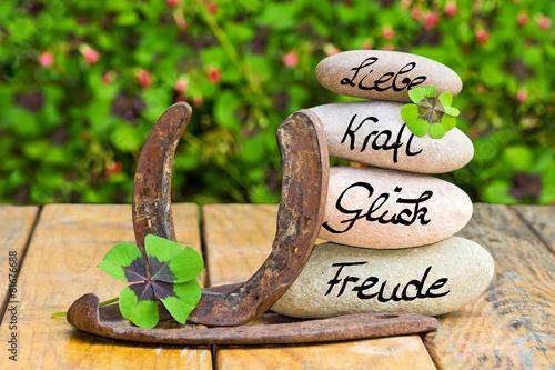 Leinwandbild Motiv Steinturm,Glücksbringer auf Holz, Liebe, Kraft, Glück, Freude