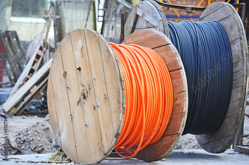 Wooden coil of electric cable on construction site - 81679690
