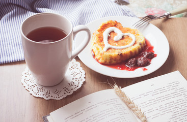 Baked cottage cheese pudding with strawberry  jam, with tea on w