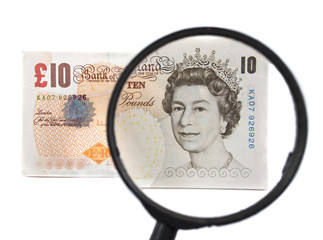 Magnifier on a pound