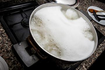 Pasta in cottura  nella pentola
