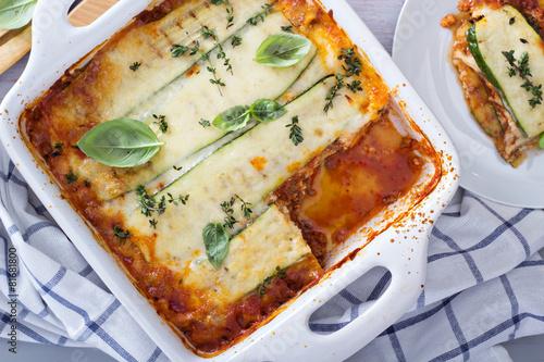 Zdrowy zucchini lasagna Bolognese