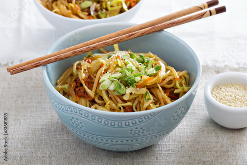 Leinwanddruck Bild Stir fry with noodles, cabbage and carrot