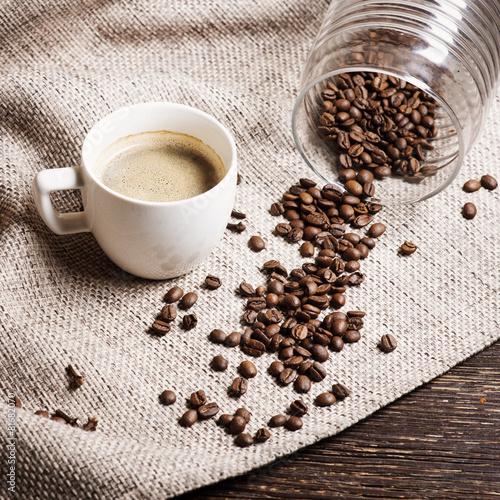 Papiers peints Café en grains Cup of coffee on a wooden table