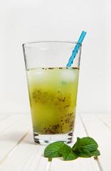 lemonade glass & kiwi