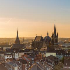 Aachener Dom im Sonnenaufgang