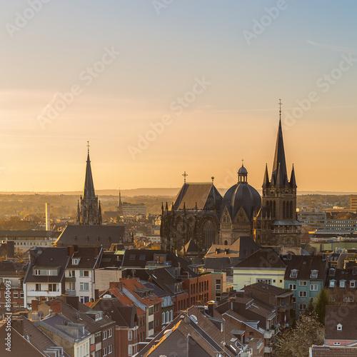 Zdjęcia na płótnie, fototapety, obrazy : Aachener Dom im Sonnenaufgang