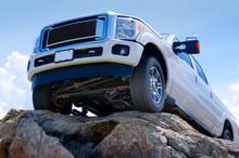 "Постер, картина, фотообои ""White truck on cliff edge showing undercarriage"""