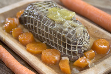 roast beef at the wine sauce and carrots