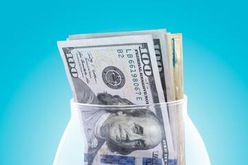 Доллары в вазе