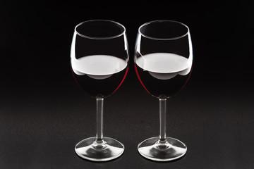 Silhouette di bicchieri di vino rosso