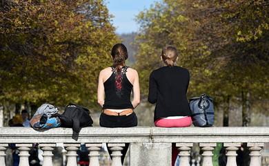 jeunes zurichoises en pause citron au parc