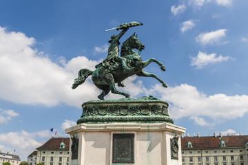 Памятник эрцгерцогу Карлу на площади Хельденплац. Вена. Австрия.