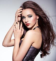 Beautiul woman with long brown hairs and green make-up and   nai