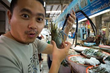 raw shrimp, a man holding Raw shrimp in fresh market