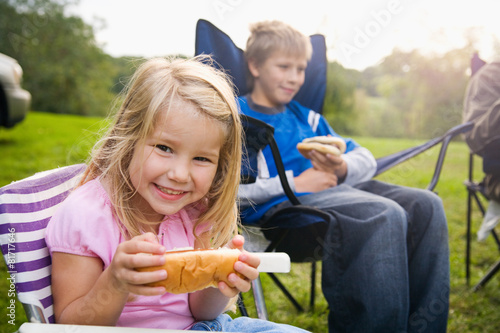 Camping: Little Girl Hungry For Hot Dog - 81717646
