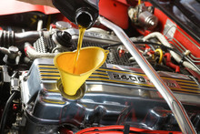 "Постер, картина, фотообои ""Engine oil change"""