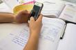 sms en faisant ses devoirs - 81727026