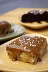 Postre de caramelo y glaseado de azucar