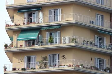 Балкон вокруг дома