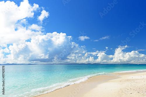 Keuken foto achterwand Strand 南国沖縄の綺麗な珊瑚の海と夏空