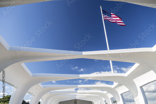 Fotobehang Historisch mon. USS Arizona Structure and Flag