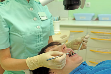 Dentist curing a woman patient
