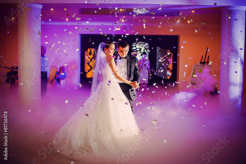 first wedding dance - 81756478