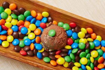 Schokoladeneis mit vielen Schokolinsen