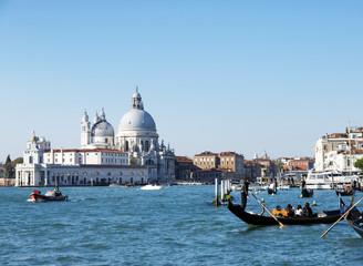 Venedig, Canal Grande mit Santa Maria della Salute und Gondeln