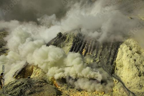 Staande foto Indonesië Sulphur mines Kawah Ijen in East Java, Indonesia