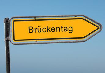 Strassenschild 38 - Brückentag