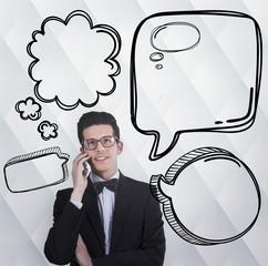 hombre moderno hablando por teléfono móvil