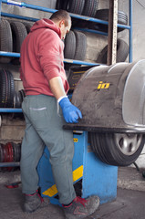 Tires repairer and lift jacks